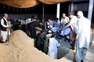 Pakistane po mirtininko sprogdintojo atakos gedima 128 aukų