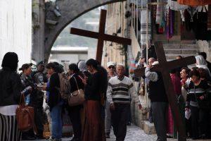 Jeruzalėje tūkstančiai krikščionių dalyvavo Kristaus kančios procesijoje