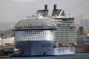 Nelaimė didžiausiame kruiziniame laive: vienas žmogus žuvo, keturi sužeisti