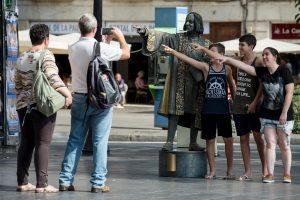 Dėl turistų antplūdžio Barselona nori uždrausti viešbučių statybą