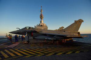 Prancūzų naikintuvai pradėjo misiją prieš džihadistus