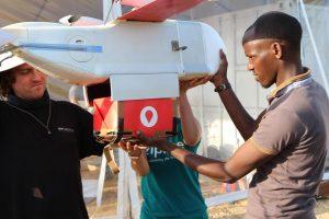 Donorų kraują Ruandoje gabena bepilotės skraidyklės