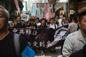 Honkonge tūkstančiai žmonių protestavo prieš Pekino kišimąsi