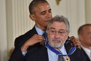 B. Obama paskutinį kartą įteikė Prezidento laisvės medalius