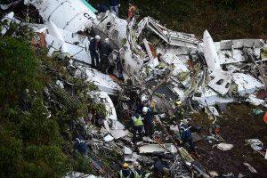 Sudužus brazilų futbolininkus skraidinusiam lėktuvui žuvo 75 žmonės