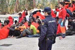 Maroke migrantai šturmavo Ispanijos teritorijos sieną