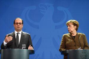 A. Merkel ir F. Hollande'as pasisako už sankcijų Rusijai pratęsimą