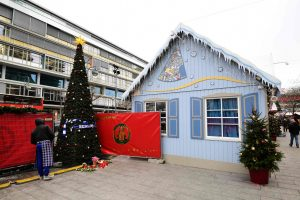 Berlyne vėl atidaroma nuo išpuolio nukentėjusi kalėdinė mugė