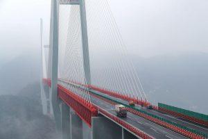 Kinijoje atidarytas aukščiausias pasaulyje automobilių tiltas