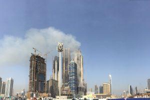 Dubajaus dangoraižių komplekse siaučia didelis gaisras