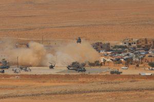 """Libano kariuomenė atnaujino puolimą prieš """"Islamo valstybę"""", žuvo trys kariai"""
