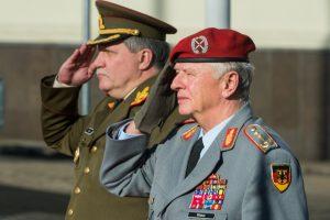 Vokietijos kariuomenės vadas aplankė NATO bataliono karius