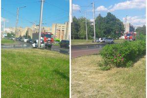 """BMW ir """"Citroen"""" susidūrimas Kaune baigėsi smūgiu į stulpą"""