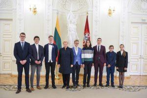 """Projekto """"Lietuvos tūkstantmečio vaikai"""" nugalėtojams – prezidentės dėmesys"""