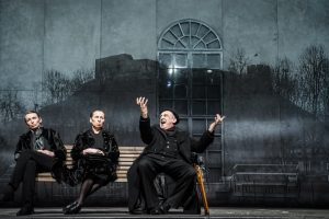 """Spektakliui """"Didvyrių aikštė"""" – Varšuvos teatro kritikų palankumas"""