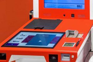 Bankų ateitis: klientus aptarnaujantys botai ar universalūs padalinių skyriai?