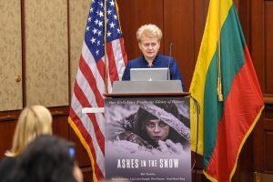 """Prezidentė: filmas """"Tarp pilkų debesų"""" padės pasauliui suprasti Baltijos šalis"""