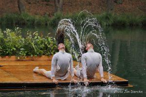Spektaklio ežere choreografė: vanduo padeda išlikti tikriems
