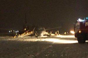 Kaliningrado oro uoste lėktuvas nuslydo nuo tūpimo tako: sužaloti trys žmonės