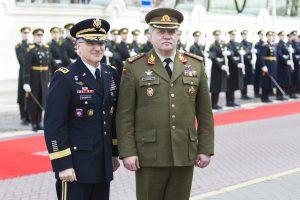 NATO vadas Europoje: vadovauti pajėgoms galime iš įvairių vietų