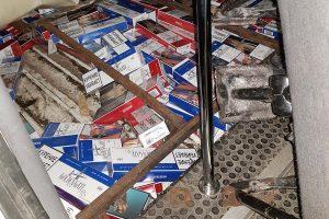 Cigaretes į Lietuvą kaliningradietis gabeno mikroautobuso grindyse