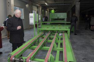 Atidaryta gamykla, pakuotes versianti ekologiškomis plokštėmis