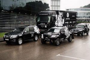 """Pirmieji Lietuvoje naujieji """"Toyota Land Cruiser"""" tiesiai į Dakarą"""