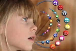 Televizija ir internetas vasarą atima iki trečdalio vaikų dėmesį