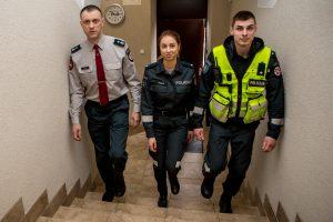 Šeima primena mažą policijos nuovadą