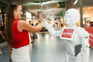 """Uostamiesčio """"Akropolyje"""" darbuojasi robotė-konsultantė"""