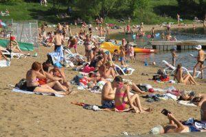 Saulės išsiilgę kauniečiai nugulė paplūdimius