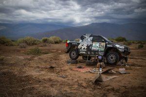 B. Vanago komanda pasitraukia iš Dakaro