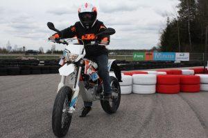 Pramogų parko naujiena – elektra varomi motociklai
