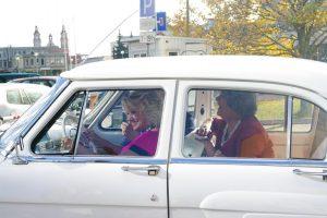 """""""Volga"""" važinėjusios pašėlusios močiutės pamiršo, kaip perjungti pavaras"""