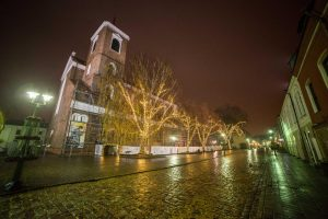 Kaunas puošiasi: sužibo keli kilometrai girliandų ir tūkstančiai dekoracijų