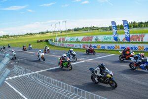 Motociklininkų lenktynės: įspūdingi dalyviai ir kovos iki paskutinių sekundžių