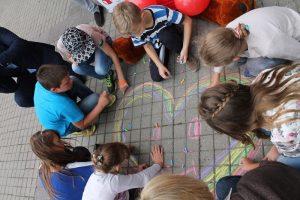Kviečia aukoti mokyklinių priemonių sunkumų patiriantiems vaikams