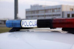 Girtas vairuotojas policininkui davė 100 eurų ir loterijos bilietą