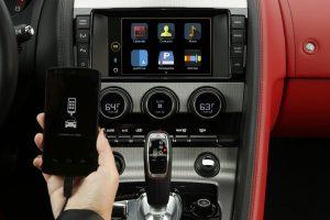 """""""Jaguar Land Rover"""" diegia programėlių valdiklį """"justDrive"""""""