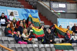 Jaunimo žiemos olimpinių žaidynių ledo arenoje plevėsavo trispalvės