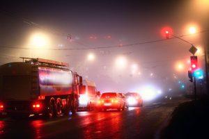 Naktį eismo sąlygas sunkins krituliai, plikledis ir rūkas