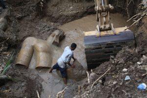 Kaire rastos dvi Egipto faraonų statulos