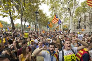 Tūkstančiai katalonų išėjo į gatves reikalauti nepriklausomybės