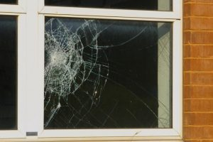 Į buto langą – Molotovo kokteilis