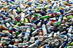 Vasarą plastikinių butelių išmetama trečdaliu daugiau