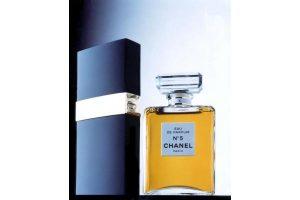 """Prancūzijos geležinkeliai kelia grėsmę """"Chanel No 5"""" kvepalams"""