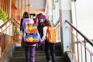 Mokiniams nebereikės nešiotis vadovėlių