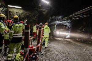 """""""Volvo FMX"""" sunkvežimiai bandomi Bolideno šachtose Švedijoje"""