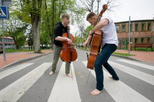 Klaipėdos autobusų stotyje skambės violončelių muzikos garsai