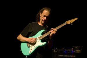 Gitaros virtuozas S. Hendersonas su grupe Lietuvoje skelbs pavasarį